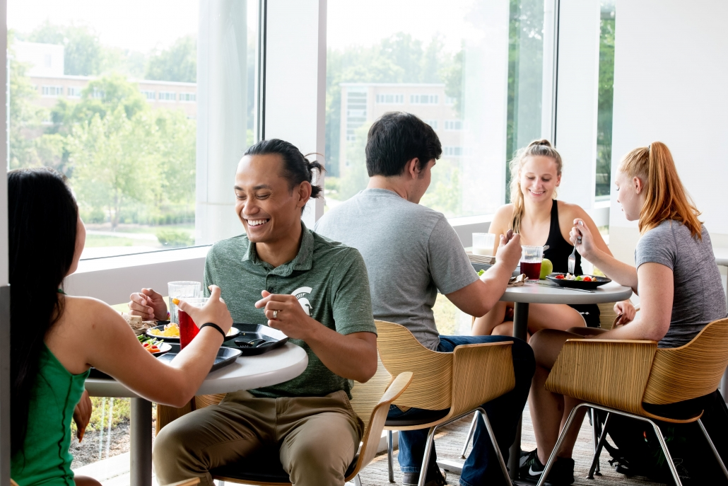 Students eating lunch in the Brody Center