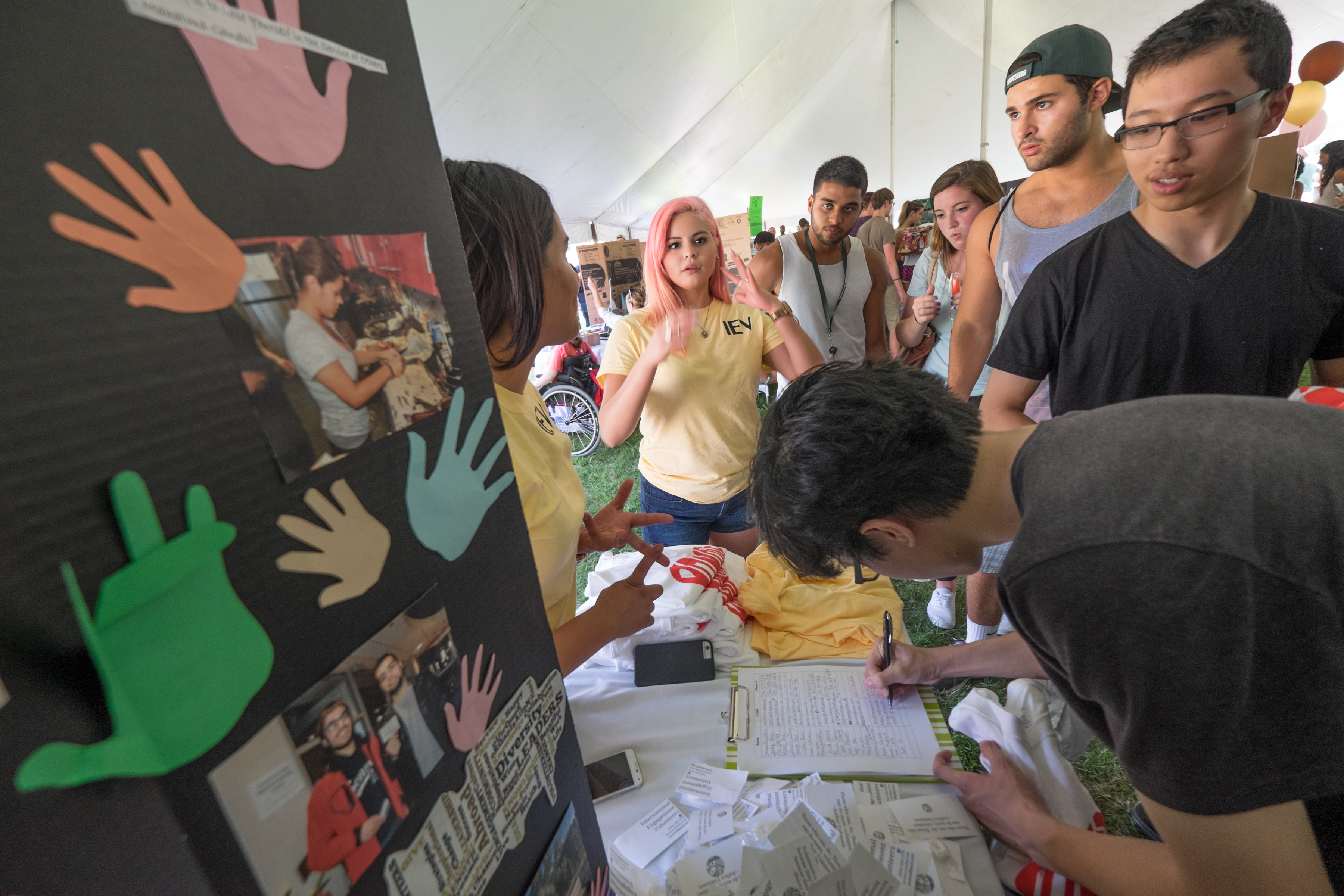 Students sign up for clubs at Sparticipation